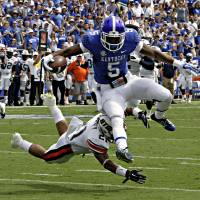 Photo - Kentucky running back Braylon Heard (5) outruns Tennessee-Martin defensive back Jordan Landry (21) to score a first half touchdown in the season-opening NCAA college football game for both teams in Lexington, Ky., Saturday, Aug. 30, 2014. (AP Photo/Garry Jones)