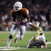 Photo -   Texas running back Johnathan Gray, left, makes his way downfield during the second quarter of an NCAA college football game against Baylor, Saturday, Oct. 20, 2012, in Austin, Texas. (AP Photo,The Daily Texan, Elisabeth Dillon)