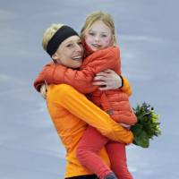 Photo - Bronze medallist Carien Kleibeuker of the Netherlands poses for photographers carrying her daughter Annemijn during the flower ceremony for the women's 5,000-meter speedskating race at the Adler Arena Skating Center during the 2014 Winter Olympics in Sochi, Russia, Wednesday, Feb. 19, 2014. (AP Photo/Matt Dunham)