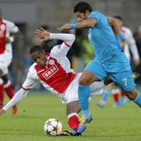 Photo - Standard de Liege's Ricardo Faty, left, fights for the ball with Zenit's Hulk during the UEFA Champions League, play offs, 2nd leg soccer match, between Standard de Liege  and Zenit St. Petersburg in St.Petersburg, Russia, Tuesday, Aug. 26, 2014. (AP Photo/Dmitry Lovetsky)