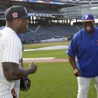 Photo - New York Mets batting coach Lamar Johnson, right, talks with rapper 50 Cent before the Mets' baseball game against the Pittsburgh Pirates on Tuesday, May 27, 2014, in New York.  (AP Photo/)