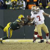 Photo - Green Bay Packers defensive end Mike Daniels (76) sacks San Francisco 49ers quarterback Colin Kaepernick (7) during the second half of an NFL wild-card playoff football game, Sunday, Jan. 5, 2014, in Green Bay, Wis. (AP Photo/Mike Roemer)