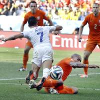 Photo - Netherlands' Nigel de Jong stops Chile's Alexis Sanchez's attack during the group B World Cup soccer match between the Netherlands and Chile at the Itaquerao Stadium in Sao Paulo, Brazil, Monday, June 23, 2014. The Netherlands defeated Chile 2-0. (AP Photo/Kirsty Wigglesworth)