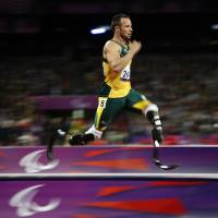 Photo -   South Africa's Oscar Pistorius competes during a men's 200m T44 round 1 at the 2012 Paralympics in London, Saturday, Sept. 1, 2012. Pistorius ran a new world record in the race of 21.30 seconds. (AP Photo/Emilio Morenatti)