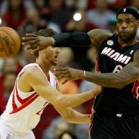 Photo -  HOUSTON, TX - NOVEMBER 12:  LeBron James #6 of the Miami Heat passes against Chandler Parsons #25 of the Houston Rockets at the Toyota Center on November 12, 2012 in Houston, Texas. NOTE TO USER: User expressly acknowledges and agrees that, by downloading and or using this photograph, User is consenting to the terms and conditions of the Getty Images License Agreement.  (Photo by Scott Halleran/Getty Images)