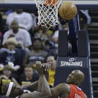 Photo - Memphis Grizzlies forward Zach Randolph (50) and Los Angeles Clippers' Lamar Odom (7) work for a rebound during the first half of Game 3 in a first-round NBA basketball playoff series, in Memphis, Tenn., Thursday, April 25, 2013. (AP Photo/Danny Johnston)