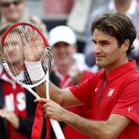 Photo -   Switzerland's Roger Federer celebrates after beating Robin Haase of the Netherlands during the Davis Cup men's singles tennis match in Amsterdam, Netherlands, Sunday, Sept. 16, 2012. (AP Photo/Vincent Jannink)