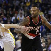 Photo - Portland Trail Blazers' Mo Williams, right, drives the ball against Golden State Warriors' Nemanja Nedovic (8) during the first half of an NBA basketball game Saturday, Nov. 23, 2013, in Oakland, Calif. (AP Photo/Ben Margot)