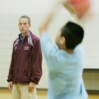 Photo - CLAY SCHUBERT, PHYSICAL EDUCATION, P.E.: Student teacher Clayton Schubert, a PE major, in class with students at  Mayfield Middle School Thursday May 8, 2008 in Oklahoma City, OK. BY JACONNA AGUIRRE, THE OKLAHOMAN. ORG XMIT: KOD