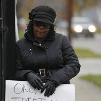Photo -   Shena Hardin holds up a sign to serve a highly public sentence Tuesday, Nov. 13, 2012, in Cleveland, for driving on a sidewalk to avoid a Cleveland school bus that was unloading children. A Cleveland Municipal Court judge ordered 32-year-old Hardin to serve the highly public sentence for one hour Tuesday and Wednesday. (AP Photo/Tony Dejak)