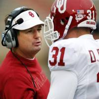 Photo - OU head coach Bob Stoops talks to Daniel Franklin (31) during a college football game between the University of Oklahoma (OU) and Texas Tech University at Jones AT&T Stadium in Lubbock, Texas, Saturday, Oct. 6, 2012. OU won, 41-20. Photo by Nate Billings, The Oklahoman