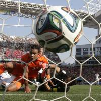 Photo - Netherlands' Memphis Depay, left, looks to the ball after scoring his side's second goal during the group B World Cup soccer match between the Netherlands and Chile at the Itaquerao Stadium in Sao Paulo, Brazil, Monday, June 23, 2014. (AP Photo/Wong Maye-E)