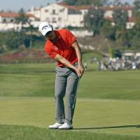 Photo - Sang-Moon Bae, of South Korea, chips to the first green at the final round of the Northern Trust Open golf tournament at Riviera Country Club in the Pacific Palisades area of Los Angeles, Sunday, Feb. 16, 2014.  (AP Photo/Reed Saxon)