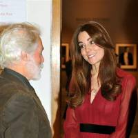 Photo - The Duchess of Cambridge meets artist Paul Emsley after viewing her newly-commissioned portrait at the National Portrait Gallery in central London, Friday Jan. 11, 2013. (AP Photo/John Stillwell, Pool)