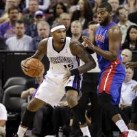 Photo -   Sacramento Kings center DeMarcus Cousins (15) backs down on Detroit Pistons center Greg Monroe during the first half of an NBA basketball game in Sacramento, Calif., Wednesday, Nov. 7, 2012. (AP Photo/Rich Pedroncelli)