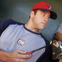 Photo - OKLAHOMA CITY REDHAWKS / MINOR LEAGUE BASEBALL: Oklahoma City's Kevin Richardson poses for a photo showing how to execute the
