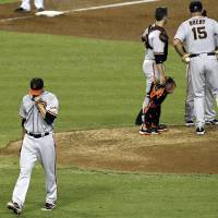 Photo -   San Francisco Giants' Ryan Vogelsong, left, leaves the game after being pulled by manager Bruce Bochy (15) as Bochy talks with others, including catcher Buster Posey, in the fourth inning of a baseball game against the Arizona Diamondbacks, Sunday, Sept. 16, 2012, in Phoenix.(AP Photo/Ross D. Franklin)