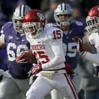 Photo - OU's Zack Sanchez, center, returns an interception for a touchdown during the Sooners' 41-31 win against Kansas State.  Photo by Bryan Terry, The Oklahoman