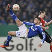 Photo - Schalke's Klaas-Jan Huntelaar of the Netherlands performs a bicycle kick during the German soccer cup match between FC Schalke 04 and FSV Mainz 05 in Gelsenkirchen Tuesday, Dec. 18, 2012. (AP Photo/Martin Meissner)