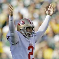 Photo -   San Francisco 49ers kicker David Akers reacts after kicking a 63-yard field goal during the first half of an NFL football game against the Green Bay Packers Sunday, Sept. 9, 2012, in Green Bay, Wis. (AP Photo/Jeffrey Phelps)