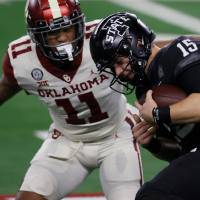 ARLINGTON, TEXAS - DECEMBER 19: Brock Purdy #15 of the Iowa State Cyclones carries the ball against Nik Bonitto #11 of the Oklahoma Sooners in the first half of the 2020 Dr Pepper Big 12 Championship football game at AT&T Stadium on December 19, 2020 in Arlington, Texas. (Photo by Tom Pennington/Getty Images)