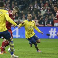 Photo - Bayern's Bastian Schweinsteiger, second left, scores the opening goal during the Champions League round of 16 second leg soccer match between FC Bayern Munich and FC Arsenal in Munich, Germany, Wednesday, March 12, 2014. (AP Photo/Matthias Schrader)