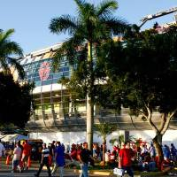 Photo -  Fans walk outside the stadium before the BCS National Championship college football game between the University of Oklahoma Sooners (OU) and the University of Florida Gators (UF) on Thursday, Jan. 8, 2009, at Dolphin Stadium in Miami Gardens, Fla.   PHOTO BY BRYAN TERRY, THE OKLAHOMAN