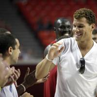 Photo - UNIVERSITY OF OKLAHOMA / OU: L.A. Clippers and former Oklahoma basketball player Blake Griffin is introduced during a reunion basketball game at the Sooner Basketball Family Weekend at Lloyd Noble Center in Norman, Okla., Saturday, Aug. 27, 2011. Photo by Sarah Phipps, The Oklahoman ORG XMIT: KOD