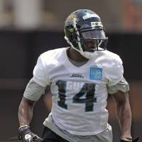 Photo -   Jacksonville Jaguars receiver Justin Blackmon runs a pass pattern during NFL football rookie minicamp, Friday, May 4, 2012, in Jacksonville, Fla. (AP Photo/John Raoux)