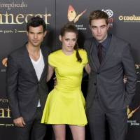 Photo -   FILE - In this Thursday, Nov. 15, 2012 file photo, from left, American actor Taylor Lautner, American actress Kristen Stewart and British actor Robert Pattinson pose during a photo call at the Spanish premiere of the film