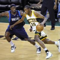 Photo - Seattle SuperSonics' Kevin Durant (35) tries to drive past Dallas Mavericks' Josh Howard in the second quarter of an NBA basketball game Friday, Jan. 11, 2008, in Seattle. (AP Photo/Elaine Thompson) ORG XMIT: WAET103