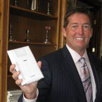 Photo - Ed Evans, founder and chief executive officer of Oklahoma City-based Stelera Wireless, holds a wireless router the company provides customers who subscribe to its broadband Internet service. BY JIM STAFFORD, THE OKLAHOMAN ORG XMIT: 0807292153144732