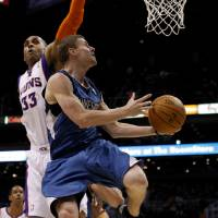 Photo -   Minnesota Timberwolves guard Luke Ridnour, right, drives and scores on Phoenix Suns forward Grant Hill in the first quarter during an NBA basketball game on Monday, March 12, 2012, in Phoenix. (AP Photo/Rick Scuteri)