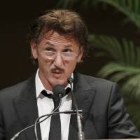 Photo -   Actor Sean Penn addresses the crowd after receiving the 2012 Peace Summit Award from Mikhail Gorbachev, former President of the Union of Soviet Socialist Republics, during the World Summit of Nobel Peace Laureates Wednesday, April 25, 2012, in Chicago. (AP Photo/Charles Rex Arbogast)