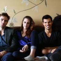 Photo -   In this Thursday, Nov. 1, 2012 photo, from left, actor Robert Pattinson, actress Kristen Stewart, actor Taylor Lautner, and director Bill Condon, from the upcoming film