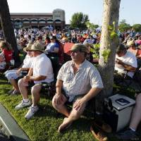Photo - Thousands of jazz fans converge at Brookhaven Village Thursday night for the opening night of the annual three-day Jazz in June festival. PHOTO BY STEVE SISNEY, THE OKLAHOMAN  STEVE SISNEY