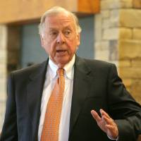 Photo - OSU: Boone Pickens speaks at a press conference on the Oklahoma State University campus in Stillwater, Okla., Friday, September 5, 2008. BY MATT STRASEN, THE OKLAHOMAN ORG XMIT: KOD