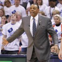 Photo - Memphis Grizzlies head coach Lionel Hollins gestures during the second half of Game 5 of their Western Conference Semifinals NBA basketball playoff series against the Oklahoma City Thunder in Oklahoma City, Wednesday, May 15, 2013.  Memphis won 88-84. (AP Photo/Alonzo Adams)