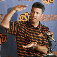 Photo - OSU college football head coach Mike Gundy speaks to the media during his weekly press conference at Oklahoma State University in Stillwater, Okla., Monday, October 27, 2008. BY NATE BILLINGS, THE OKLAHOMAN  ORG XMIT: KOD