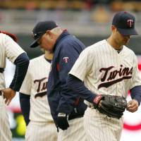 Photo - Minnesota Twins starting pitcher Scott Diamond, right, is taken out of the game against the New York Mets during the fifth inning of a baseball game Saturday, April 13, 2013, in Minneapolis. (AP Photo/Genevieve Ross)