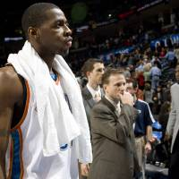 Photo - Oklahoma City's Desmond Mason and head coach Scott Brooks walk off the court after losing to the Los Angeles Clippers at the Ford Center in Oklahoma City, Tuesday, Dec. 16, 2008. PHOTO BY SARAH PHIPPS, THE OKLAHOMAN ORG XMIT: KOD