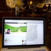 Photo - A page from Chinese actor Wen Zhang's Sina Weibo account showing an apology statement to his wife and children posted by him is displayed on a computer screen at a cafe in Beijing, China Wednesday, April 2, 2014. The Chinese actor's apology to his actress wife following rumors of his infidelity has set a record for comments and retweets on China's version of Twitter. (AP Photo/Andy Wong)