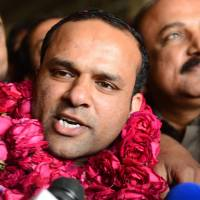 Photo - In this picture taken on Thursday, Dec. 27, 2012, Pakistani fans receive Muhammad Shahid Nazir, center, who sings