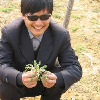 Photo -   This undated photo provided by the China Aid Association shows blind Chinese legal activist Chen Guangchen in Shandong province, China. Chen, a well-known dissident who angered authorities in rural China by exposing forced abortions, made a surprise escape from house arrest on April 22, 2012, into what activists say is the protection of U.S. diplomats in Beijing, posing a delicate diplomatic crisis for both governments. (AP Photo/www.ChinaAid.org)