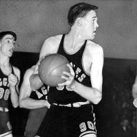 Photo - Bob Kurland is shown in action during a 1946 basketball game. OKLAHOMAN ARCHIVE PHOTO  JOE MILLER  STAFF