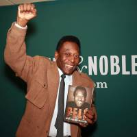 Photo - Brazilian soccer star Pele makes an appearance at Barnes & Noble to signs copies of his book