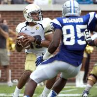 Photo -   Georgia Tech quarterback Tevin Washington drops back for a pass against Middle Tennessee State defenders in the second half of an NCAA college football game on Saturday, Sept. 29, 2012, in Atlanta. (AP Photo/Rich Addicks)