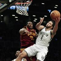 Photo -   Brooklyn Nets' Deron Williams (8) drives past Cleveland Cavaliers' Alonzo Gee (33) during the first half of an NBA basketball game, Tuesday, Nov. 13, 2012, in New York. (AP Photo/Frank Franklin II)