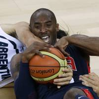 Photo -   United States' Kobe Bryant, right, and Argentina's Luis Scola (4) scramble for a loose ball during a men's basketball semifinal game at the 2012 Summer Olympics, Friday, Aug. 10, 2012, in London. (AP Photo/Victor R. Caivano)