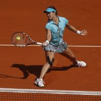 Photo - Li Na from China returns the ball during a Madrid Open tennis tournament match against Jie Zheng from China, in Madrid, Spain, Tuesday, May 6, 2014. (AP Photo/Andres Kudacki)
